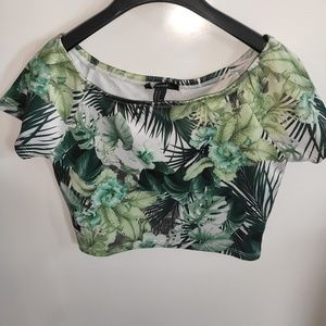Tops - Forever 21 tropical leaf pattern crop top sz M
